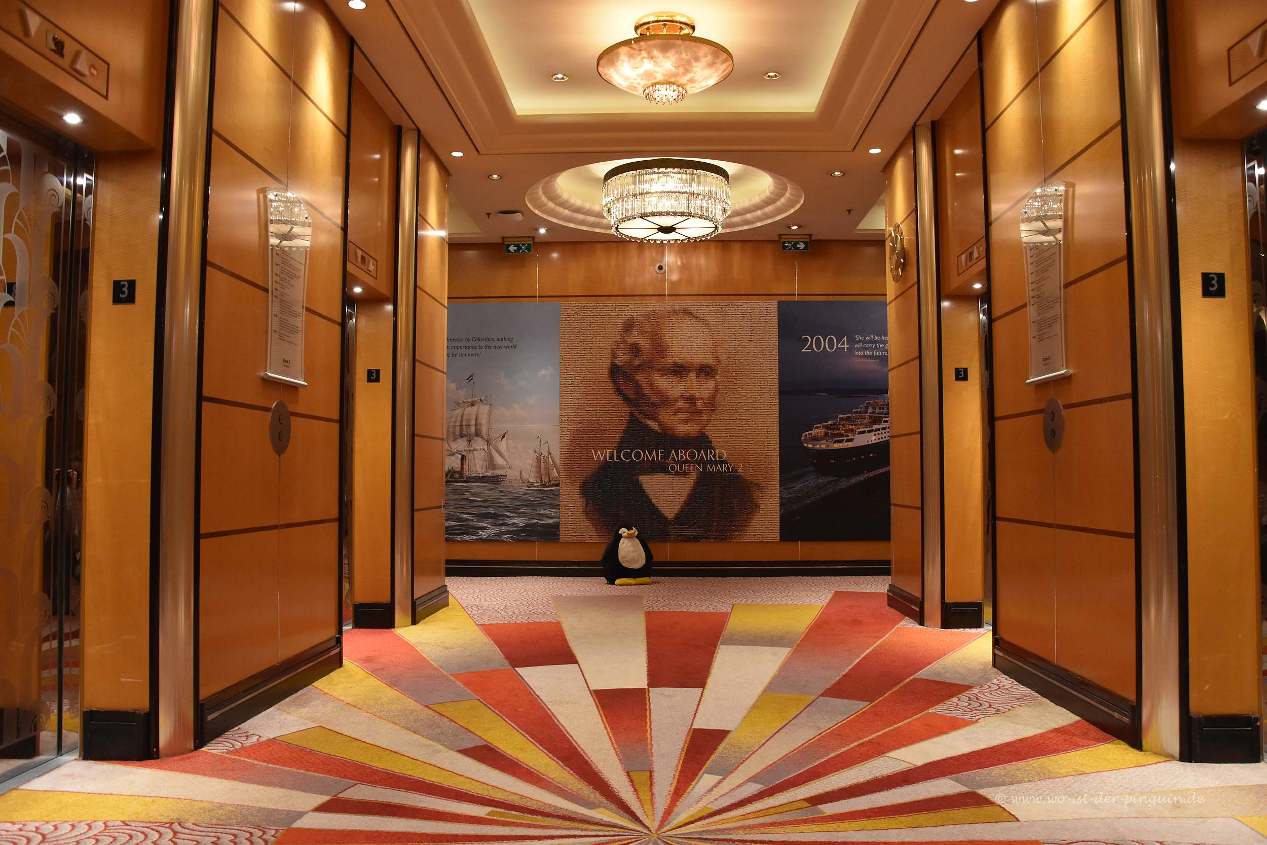 Queen Mary 2-Grand Lobby
